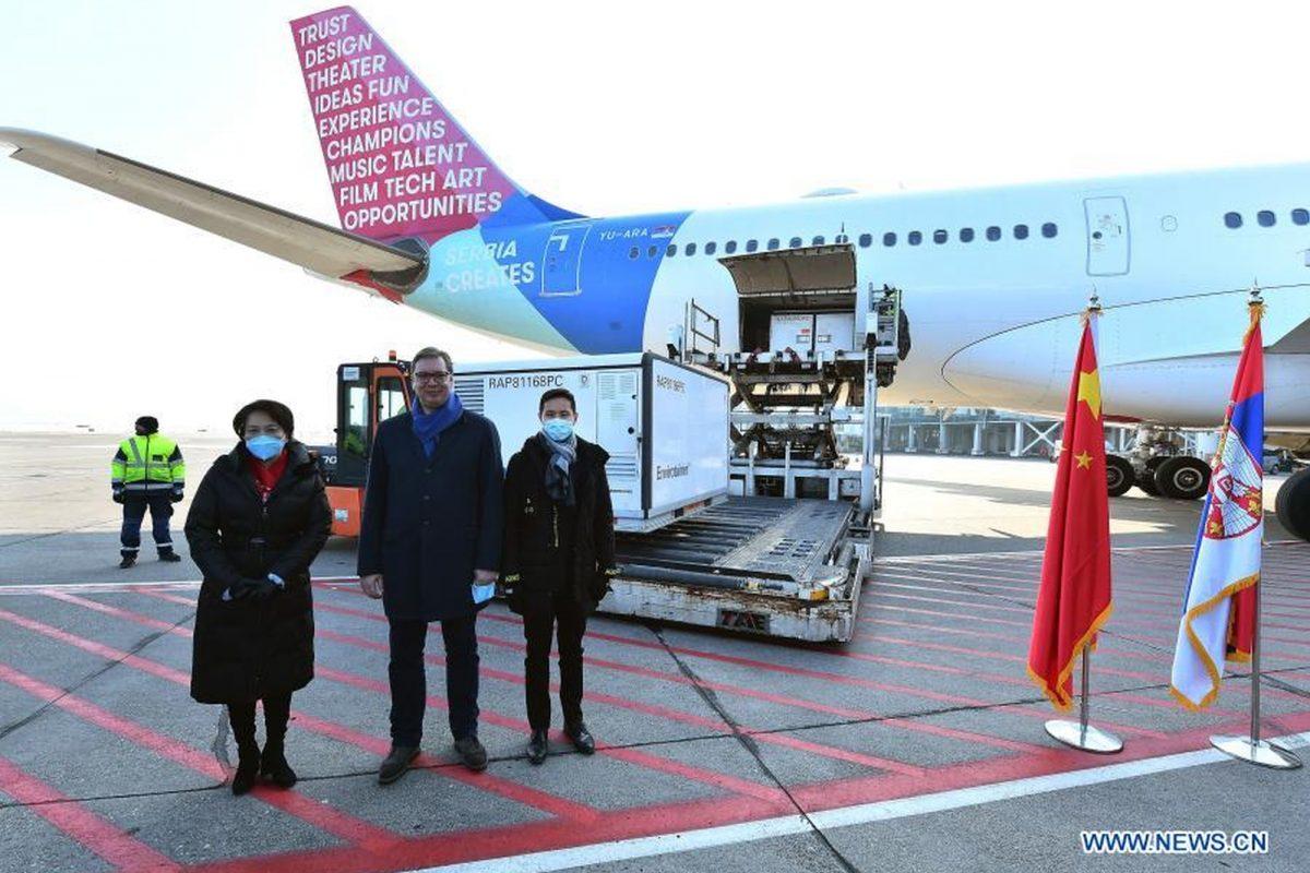 Chińczycy wspierają Serbię w walce z COVID-19